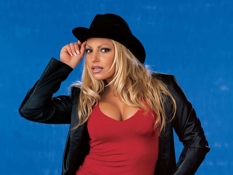 Trish stratus teases appearance in women 39 s royal rumble for Diva 2000