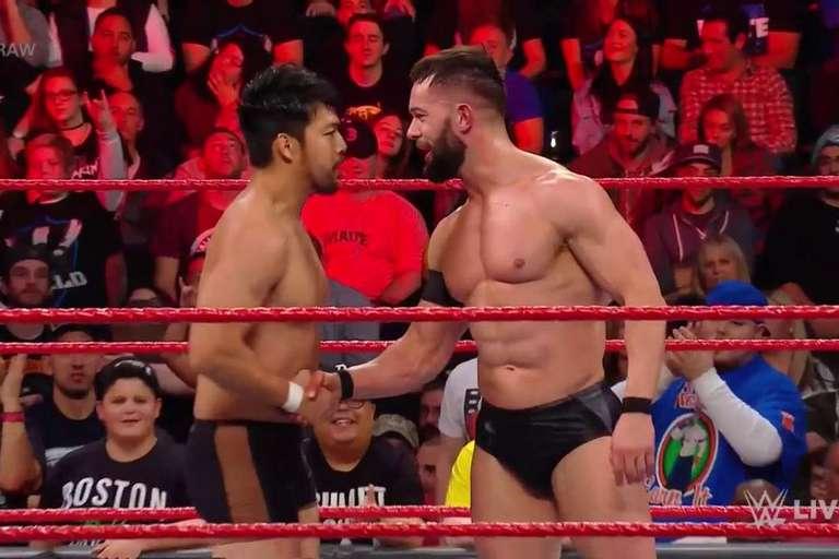 Pourquoi est-ce Hideo Itami ses débuts sur Raw et non 205 Live?